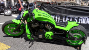 Harley Davidson vRod psichedelic green
